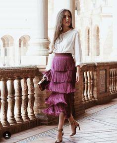 How to wear elegante outfits with sfera clutches 70s Fashion, Modest Fashion, Look Fashion, Skirt Fashion, Fashion Beauty, Autumn Fashion, Fashion Dresses, Womens Fashion, Fashion Tips