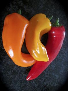 Chillies, chilies, chilli pepper or chili pepper - great little things that go with anything. Chili, Stuffed Peppers, Vegetables, Heart, Wordpress, Food, Chile, Stuffed Pepper, Essen
