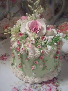 COTTAGE ROSE DECORATED FAKE CAKE CHARMING!!!