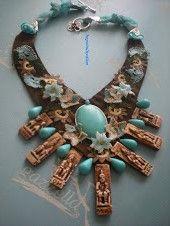 El dokuması kumaş,Komagene Krallığını anlatan alçı süsler,doğal taşlarla yapılan yaka kolye
