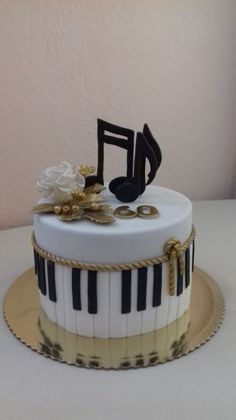 Birthday cake by Aliena - Cake Decorating Simple Ideen Music Birthday Cakes, Music Themed Cakes, Music Cakes, Birthday Cake Models, Fondant Cakes, Cupcake Cakes, Simple Fondant Cake, Fondant Cake Designs, Bolo Musical