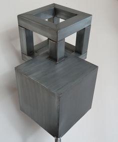 open/gesloten Bij een open vorm speelt de tussenruimte of binnenruimte een belangrijke rol. Bij een gesloten vorm kun je de binnenkant van een vorm niet zien B. Open-gesloten. kubus.