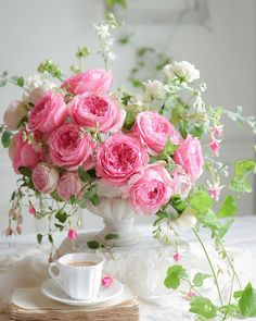 Flower Vase For Home and Office - Blumen gif Arrangement Floral Rose, Rose Flower Arrangements, Flower Vases, Cactus Flower, Pink Rose Bouquet, Pink Rose Flower, Pink Flowers, Diy Flower, Purple Roses