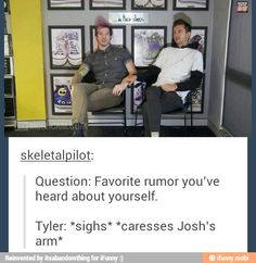 I love this interview because Josh tries to say something, and then Tyler did this and kept messing with him and ahhhhhh they're so hilarious!