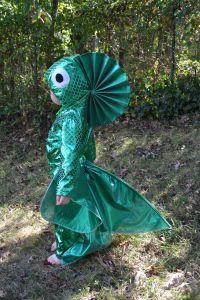 Fish costume tutorial--so cute! Diy Fish Costume, Rainbow Fish Costume, Costume Hats, Belly Dance Costumes, Cool Costumes, Costume Ideas, Theatre Costumes, Ballet Costumes, Halloween Costumes