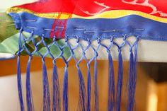 Full av optimisme og pågangsmot startet jeg med sjalet. Sjalet og trådene ble kjøpt i høst da vi var på shoppingtur i Kauto. Jeg ville ...