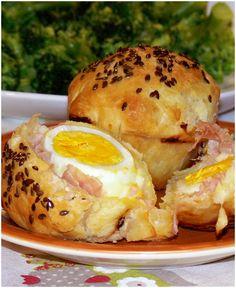Fagottino di pasta sfoglia ripieno con uovo sodo, prosciutto e formaggio!