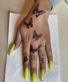 Butterfly Hand Tattoo, Butterfly Tattoos For Women, Butterfly Tattoo Designs, Henna Tattoo Designs, Tattoo Designs For Women, Tattoo Ideas, Red Tattoos, Girly Tattoos, Mini Tattoos