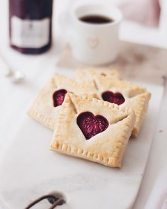 """What do I give for Valentine& Day? Cute Desserts, Delicious Desserts, Yummy Food, Baking Recipes, Dessert Recipes, Pies Art, Valentines Day Food, Aesthetic Food, Cute Food"