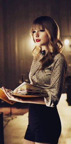Taylor Swift looks so cute in that outfit Style Taylor Swift, Taylor Swift Fotos, All About Taylor Swift, Taylor Alison Swift, Zooey Deschanel, Looks Chic, Taylors, Role Models, Beautiful People