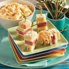 Mini Reuben Skewers With Dipping Sauce II Recipe Yummy Appetizers, Appetizers For Party, Appetizer Recipes, Skewer Appetizers, Party Recipes, Sandwich Recipes, Pool Party Snacks, Summer Snacks, Reuben Recipe