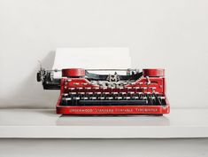 Underwood Standard Portable Typewriter / 30 x 40 / oil on canvas / 2017 / by Christopher Stott Painting Still Life, Still Life Art, Portable Typewriter, Vintage Typewriters, Art Paintings, 1930s, Oil, Graphics, Artists