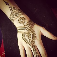 Winter is a time for recycling familiar elements? Finger Henna Designs, Henna Designs Easy, Beautiful Henna Designs, Henna Tattoo Designs, Henna Tattoos, Mehendi, Henna Mehndi, Hand Henna, Henna Pictures