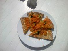 Pizza with tunn brod and no tomato sauce so gooood!