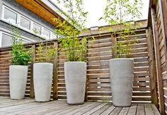 Modern Patio flower pots and planters Design Ideas, Pictures, Remodel and Decor Tall Planters, Patio Planters, Deck Patio, Pergola Shade, Diy Pergola, Pergola Plans, Pergola Ideas, Fence Ideas, Pergola Kits