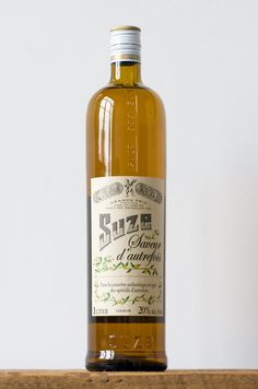 suze vert  WHITE NEGRONI    1 1/2 oz gin  3/4 oz Dolin Bianco Vermouth  3/4 oz Suze  Garnish with a lemon twist  In a mixing glass combine the gin, Suze and Dolin Bianco Vermouth. Stir with ice and strain into a rocks glass filled with fresh ice. Garnish with a lemon twist.    Recipe by Dutch Kills, NYC