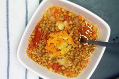 Čočková polévka s rajčaty a mrkví
