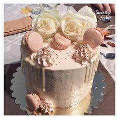 Tout en délicatesse, ce layer cake referme un biscuit vanille et une ganache au caramel beurre salé et pommes caramélisé !