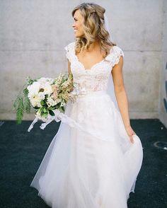 {Inspire Brides} Atire o primeiro buquê a noivinha que nunca sonhou com um vestido com saia de tule! Confira alguns modelos de suspirar, agora no blog.  #InspireBlog #InspireBrides #vestidodenoiva #saiadetule #noiva #bride Foto via @smpweddings