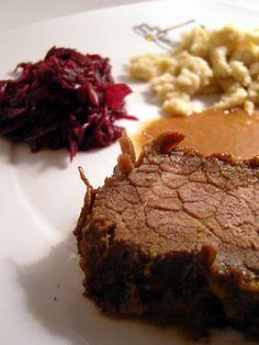 Rinderbraten mit Pflaumen-Zimt-Sauce, Zimt-Spätzle und Rotkohl