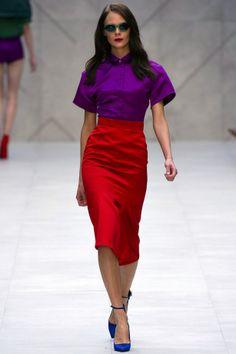 London Fashion Week SS Burberry Prorsum show, Kinga Rajzak Purple Fashion, Fashion Colours, Colorful Fashion, Look Fashion, Runway Fashion, Fashion Outfits, Fashion Design, Fashion Trends, Lila Outfits
