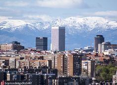 Nos despedimos del invierno con la imagen de la Torre Picasso tomada esta tarde desde el Cerro del Tío Pío. Feliz #Primavera.  © http://barriosdemadrid.net/?p=1071