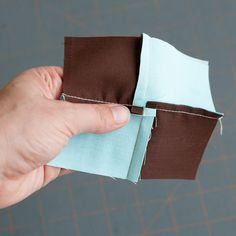 4 patch trick tutorial by splityarn - Great way to reduce bulky seams Patchwork Quilting, Quilting Tips, Quilting Tutorials, Quilting Projects, Sewing Tutorials, Sewing Projects, Diy Quilt, Quilts, How To Quilt