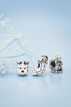 The classic motifs of Christmastime come to life in the new collection. These sweet and whimsical charms embody the spirit of the holiday season and are sure to bring joy to your bracelet. #PANDORA #PANDORAcharm