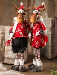 Christmas moose dressed for winter, or maybe reindeer, so cute Christmas Moose, Christmas Sewing, Country Christmas, Christmas And New Year, All Things Christmas, Christmas Holidays, Christmas Crafts, Merry Christmas, Christmas Decorations