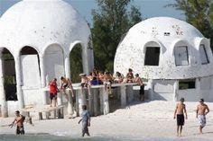 endroits abandonnes de floride home dome cape romano 2   Incroyables endroits abandonnés de Floride   UFO stade photo parc ovni Miami Marine...