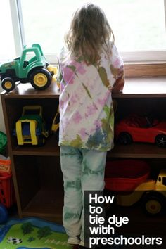How to tie dye with preschoolers -  tips for mess-free (or low-mess) tie dyeing with kids