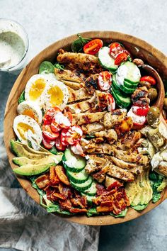 Fresh and easy Caesar Cobb salad. Made with grilled chicken, avocado, bacon, all the toppings, and creamy sauce! A fast and tasty whole30 and paleo family dinner recipe for meal prep. Whole30 rules. Whole30 recipes. Whole30 dinner. Paleo dinner recipes ideas. Summer salads. How to grill chicken. Paleo recipes for beginners. Paleo diet recipes.