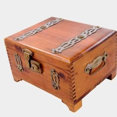 Reuse your old cigar box for a new craft project.