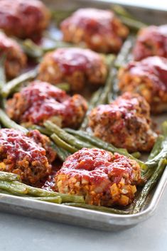 Sheet Pan Meatloaf And Green Beans - Six Sisters' Stuff This One Pan Dinner Will Make Dinner And Dishes A Breeze And It Cooks In 30 Minutes Enchiladas, Meat Recipes, Cooking Recipes, Hamburger Recipes, Budget Recipes, Meatloaf Recipes, Family Recipes, Recipe Sheets, Sheet Pan Suppers