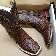 Look Smarter in Men's Boots. There is a wide range of men's footwear that is available in the current market. All these shoes cater to the choice of the modern men with their Cowboy Outfit For Men, Cowboy Outfits, Western Outfits, Custom Cowboy Boots, Western Boots, Western Wear, Ariat Mens Boots, Boot City, Cowboy Boots Square Toe