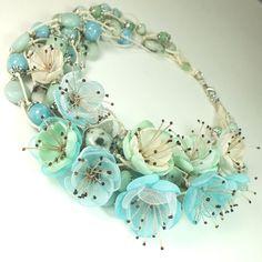 Купить Вальс Мятного Луга. Колье из натуральных камней, цветы из ткани - белый, бирюзовый, голубой