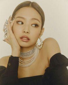 Jennie of Blackpink Blackpink Jennie, Kpop Girl Groups, Korean Girl Groups, Kpop Girls, Black Pink ジス, Blackpink Members, Mode Kpop, Kim Jisoo, School Looks