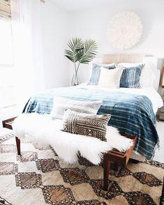 Home Decoration Ideas Vintage .Home Decoration Ideas Vintage Simple Bedroom Decor, Home Decor Bedroom, Modern Bedroom, Modern Beds, Beachy Room Decor, Bedroom With Couch, Calm Bedroom, Clean Bedroom, Bedroom Rustic