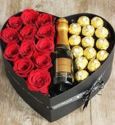 Valentine Gift Baskets, Valentines Gift Box, Valentine's Day Gift Baskets, Birthday Gift Baskets, Valentines Day Decorations, Creative Gift Baskets, Flower Box Gift, Flower Boxes, Diy Bouquet
