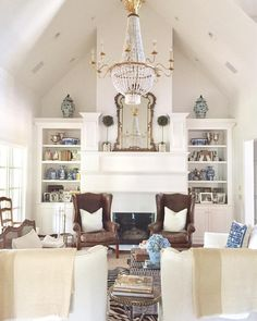 Vaulted ceiling | White living | blue and White Chinoiserie