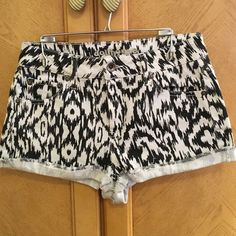 ❗️Final Price❗️Dollhouse Ikat Shorts Dollhouse black and off-white, Ikat patterned shorts.  Lowest price unless bundled. Dollhouse Shorts Jean Shorts