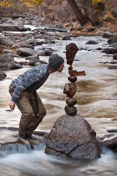 Land Art: ROCK BALANCING - PIETRE IN EQUILIBRIO  La ricerca dell'equilibrio di due o più pietre esige pazienza ed umiltà, estraneazione dallo scorrere del tempo, immersione nella natura, ascolto dei suoni e del silenzio.  Artista Michael Grab