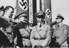 Adolf Hitler (à gauche) accompagné d'Hermann Goering, Joseph Goebbels et de Rudolf Höss.Rudolph Hoss commandant des camps de la mort