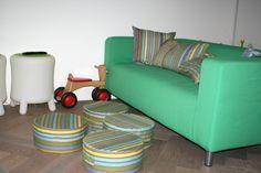 Vrolijk de speelkamer op met kussens en poefen in stof menthe http://www.kleurmeester.nl/kleurrijke-stoffen/katoenen-stoffen-online/100-katoen-menthe