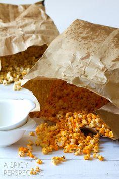 Gourmet Popcorn, Cheese Popcorn, Cheddar Popcorn, Popcorn Snacks, Flavored Popcorn, Popcorn Recipes, Popcorn Shop, Homemade Popcorn, Snacks To Make
