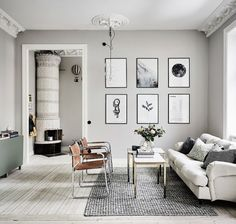 A beautiful art wall in a a beautiful Gothenburgapartment via real estate agent Entrancecaught my eyes some days ago. Isn
