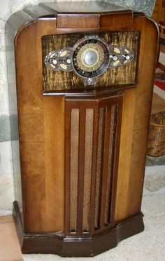 Stone Vintage Radio Museum - Antique Radios, Wireless, Crystal Sets, Tubes, and Valves Radio Record Player, Record Players, Art Deco Furniture, Antique Furniture, Antique Radio Cabinet, Tvs, Old Time Radio, Retro Radios, Transistor Radio