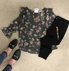 Get this look for all your weekend plans 💃🏼🥀 Boutique Shop, Fashion Boutique, Weekend Plans, Spring Fashion, Floral Prints, Friday, Ootd, Happy, Fashion Spring