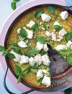 Herbed frittata with goat's cheese and peas Frittata, Goat Cheese, Delicious Desserts, Side Dishes, Chicken Recipes, Vegetarian, Vegan, Dinner, Fashion Prints