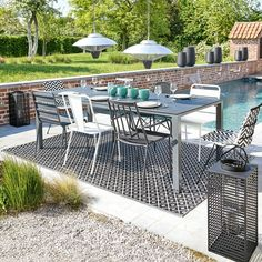 Black and white outdoor furniture |  Tempered glass and aluminium garden table in charcoal grey W 220cm Square Garden | Maisons du Monde